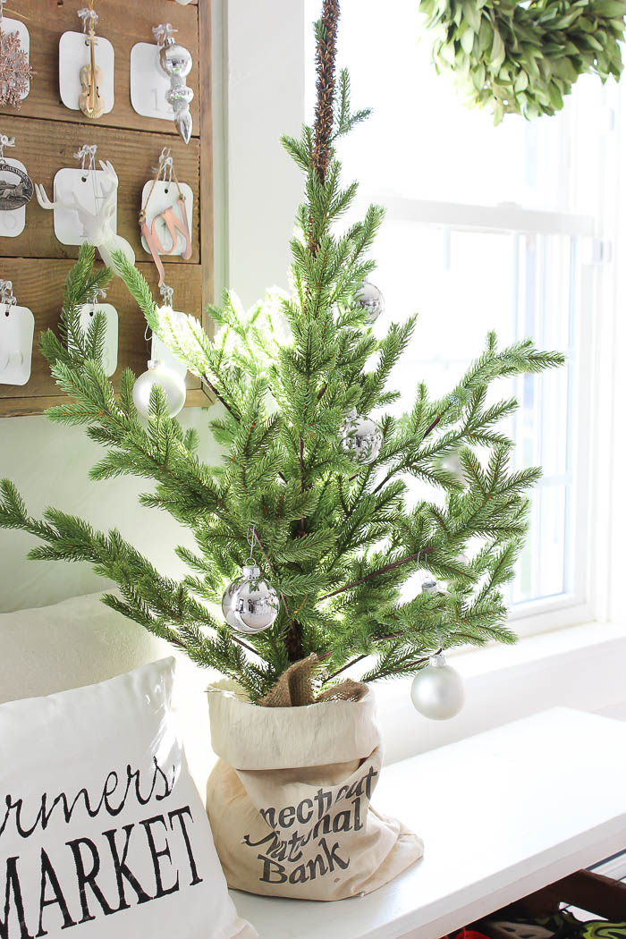Decorating with table top christmas trees rooms for rent Best christmas decorating blogs