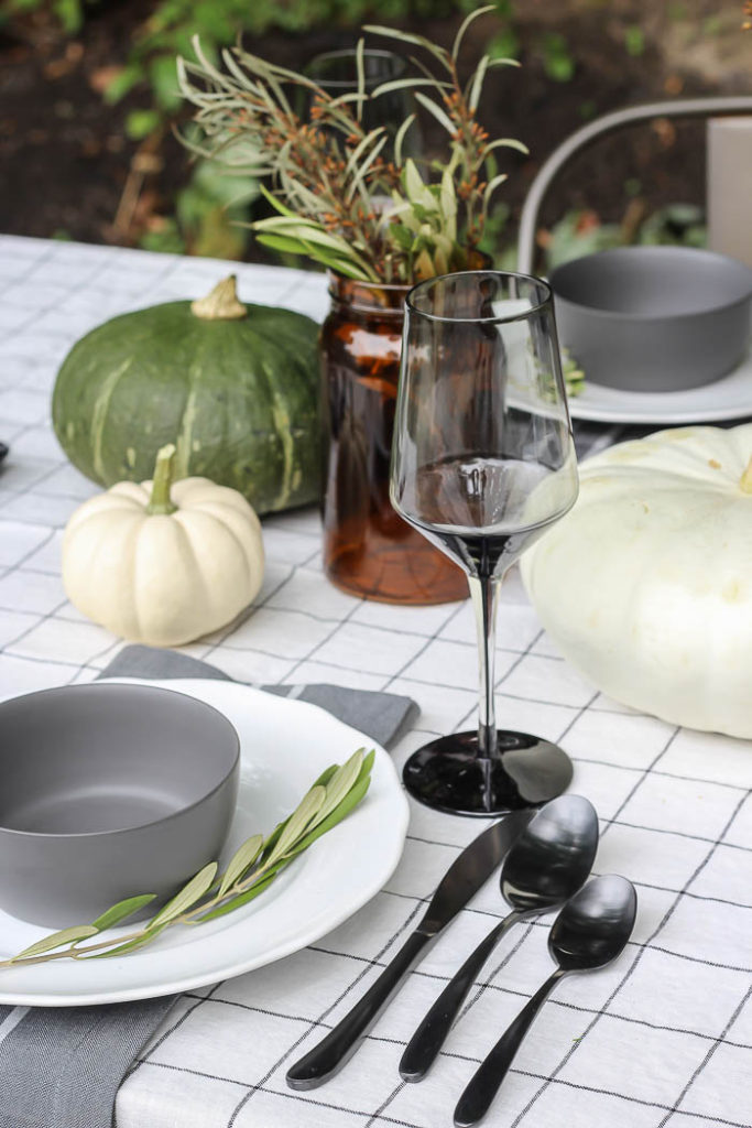 Fall Patio Tablescape '18 | Rooms for Rent blog