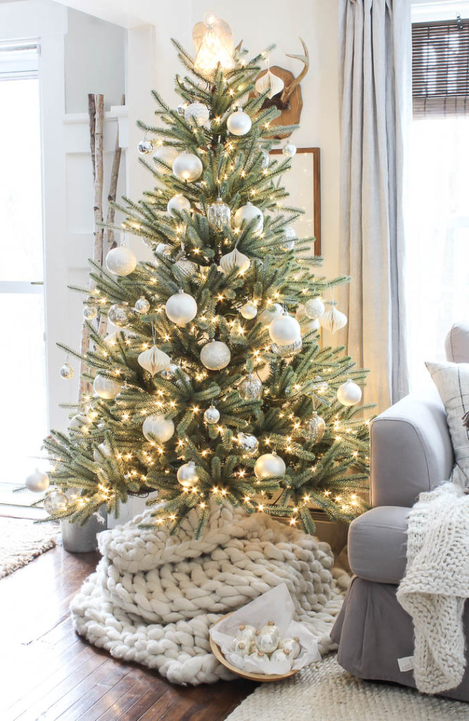 Cozy Christmas Decor | Rooms FOR Rent Blog