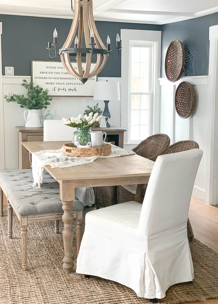 Combinar sillas de comedor con un banco